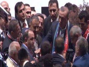 Cumhurbaşkanı Erdoğan vatandaşlara karşı korumalarını korudu
