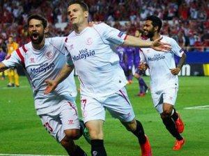 Sevilla, Fiorentina'yı dağıttı; Napoli, Dnipro'ya takıldı!