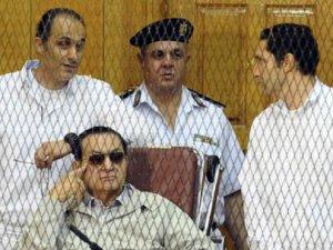 Hüsnü Mübarek'e yolsuzluktan 3 yıl hapis!