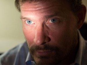 Ebola virüsü göz rengini değiştirdi