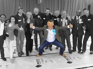 Bulaşıkçı olarak gittiği İngiltere'de belediye başkanı seçildi