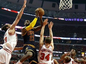 LeBron James, Chicago Bulls'u son saniyede yıktı