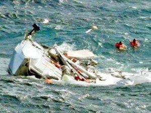 Turkon Denizcilik'e ait Türk kargo gemisi 'Cafer Dede', 2 yatçının hayatını kurtardı