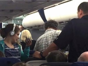 ABD, otizmli çocuğu uçaktan indiren pilotu konuşuyor