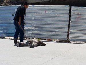 İstanbul'da zabıtalar seyyar satıcıları bayıltana kadar dövdü!