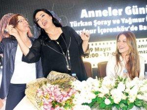 Türkan şarkısını duyunca kayıtsız kalmadı