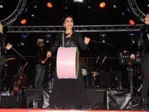 Erzurum'da İrem Derici rüzgarı esti!