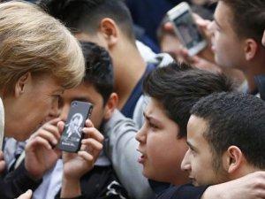 Merkel'den Türk okuluna ziyaret