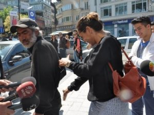 Hülya Avşar dilencinin poposuna vurdu!