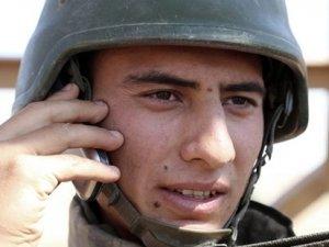 Askerde telefon kullanımında priz sıkıntısı