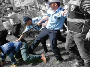 Polisten çiftçiye tekme!