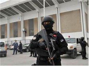 Tunuslu asker kışlada ateş açtı: 1 ölü, 8 yaralı