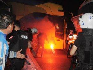 Samandıra'da olay: Fenerbahçe otobüsü taşlandı