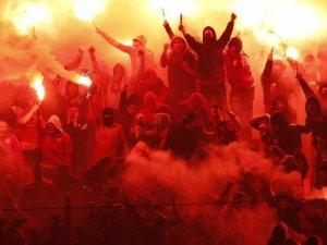 Galatasaray'lı taraftarları denize attılar