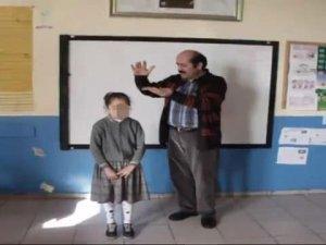 Karaman'da okul müdürü başarılı çocuklara para saçtı!