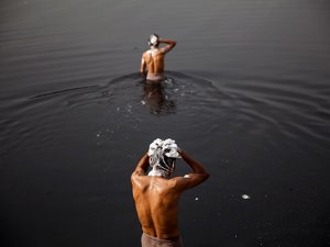 Hindistan'da sıcaklık can almaya devam ediyor