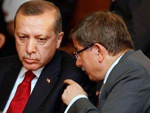 Financial Times: Davutoğlu'nun kampanyası bir devin gölgesinde sürüyor