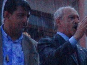 Kemal Kılıçdaroğlu sırılsıklam ıslandı