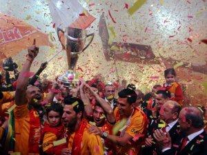 Galatasaray'ın şampiyonluk kutlaması Pazar gününe ertelendi