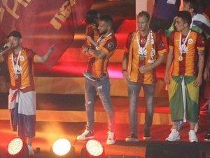 """Galatasaraylı futbolculardan """"4. Yıldız"""" pozu"""