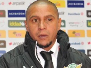 Roberto Carlos gideceği takımı açıkladı