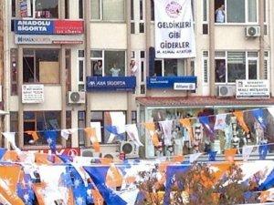 Başbakan Davutoğlu'na mitingde pankart şoku