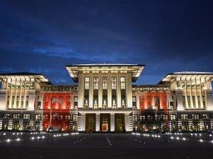 AK Saray'ın kapıları 100, camları 700 milyon lira!