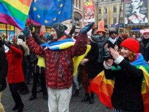 Eşcinsellerin gösterisine saldırı
