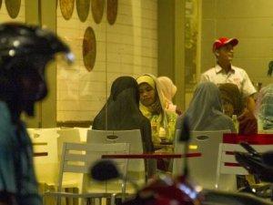 Endonezya'da gece 11'den sonra eğlenmek kadınlara yasak!