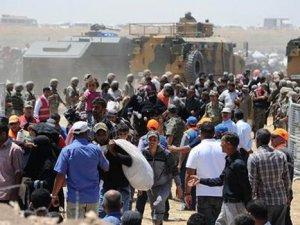 Akçakale sınırında bekleyen 3 bin Suriyeli'ye izin çıktı