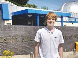 15'lik stajyer öğrenci gezegen keşfetti!