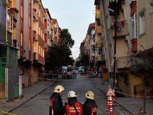 İstanbul Gaziosmanpaşa'da 5 katlı bina yan yattı