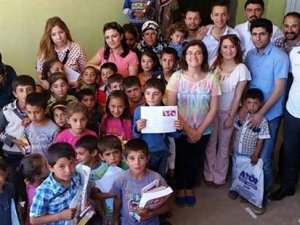 Ölüm korkusuyla okulama gidemeyen 50 öğrenciye karnelerini öğretmenleri götürdü