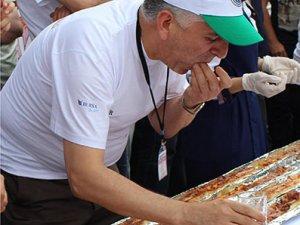 Bursa'da, 5 metre börek yedi birinci oldu