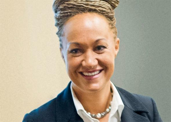 'Siyahi taklidi yapan' aktivist istifa etti