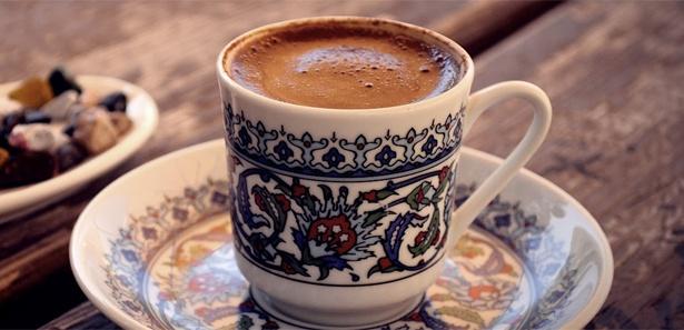 Kahve içmenin hatrından önce saati var
