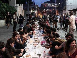 Taksim'de bu yıl da 'Yeryüzü Sofrası' kuruldu