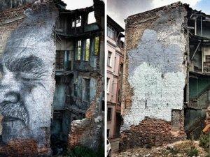 Fransız sokak sanatçısı JR'ın boyanan resimlerinin yerine yenisi yapılacak
