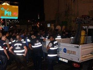 Beyoğlu'nda sabaha karşı TOMA'lı yıkım