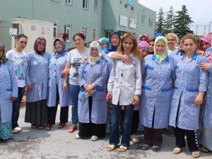 Fabrikanın kadınları el ele direniyor!