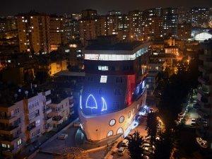 7 katlı gemi şeklindeki bina Mersin'de bir ilk!