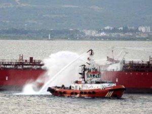Çanakkale'de tanker ve yolcu gemisi çarpıştı