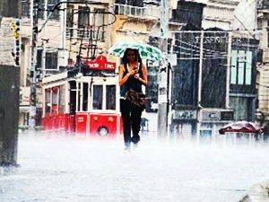 """İstanbul için şiddetli """"yaz yağmuru"""" uyarısı"""