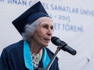 84 yaşında üniversiteyi bitirdi