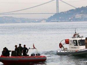 İstanbul Boğazı'nda yalı iskelesine çarpan tekne battı; 2 kişi kayıp