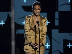 Rihanna boksörün ağzını bantladı!