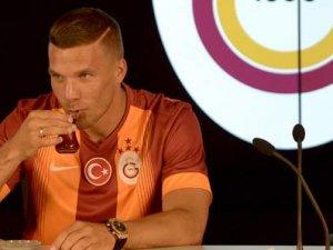 Ve Podolski imzayı attı!