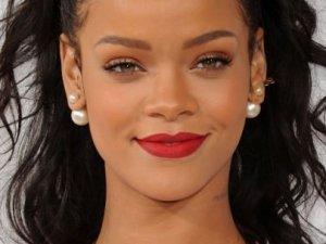 Rihanna'dan müzik tarihine geçen rekor