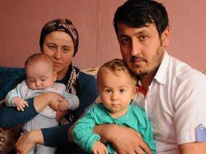 İşitme engelli çift çocuklarını dudak okuyarak anladı