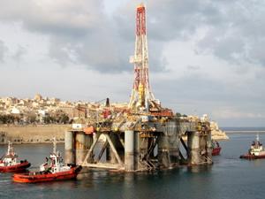 SEDCO-710 isimli platform, Aliağa Gemi Geri Dönüşüm Bölgesi'nde sökülmeye başlandı